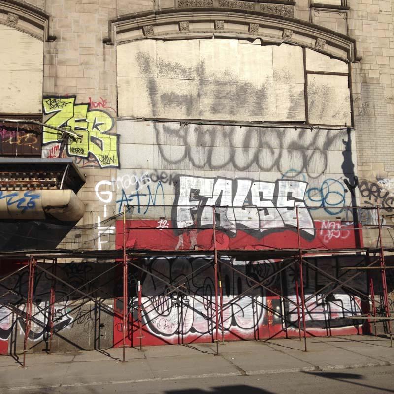 1xRun_Features_Iphone_Graffiti-35